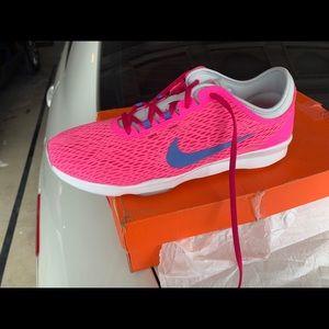 8.5 Pink Nike Zoom (NEW)